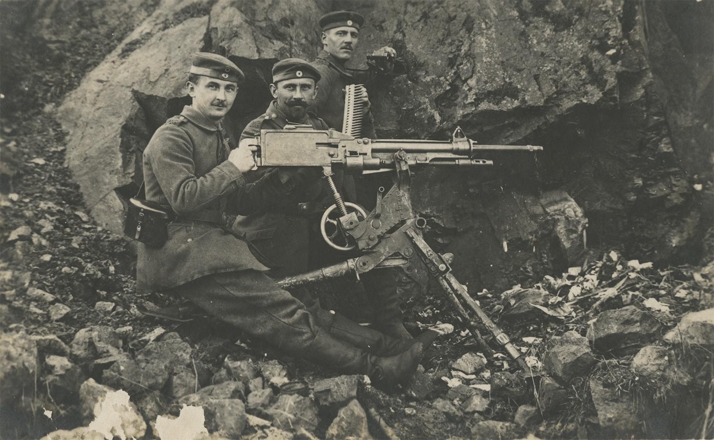 Three soldiers and a machine gun. ca. 1914-1918