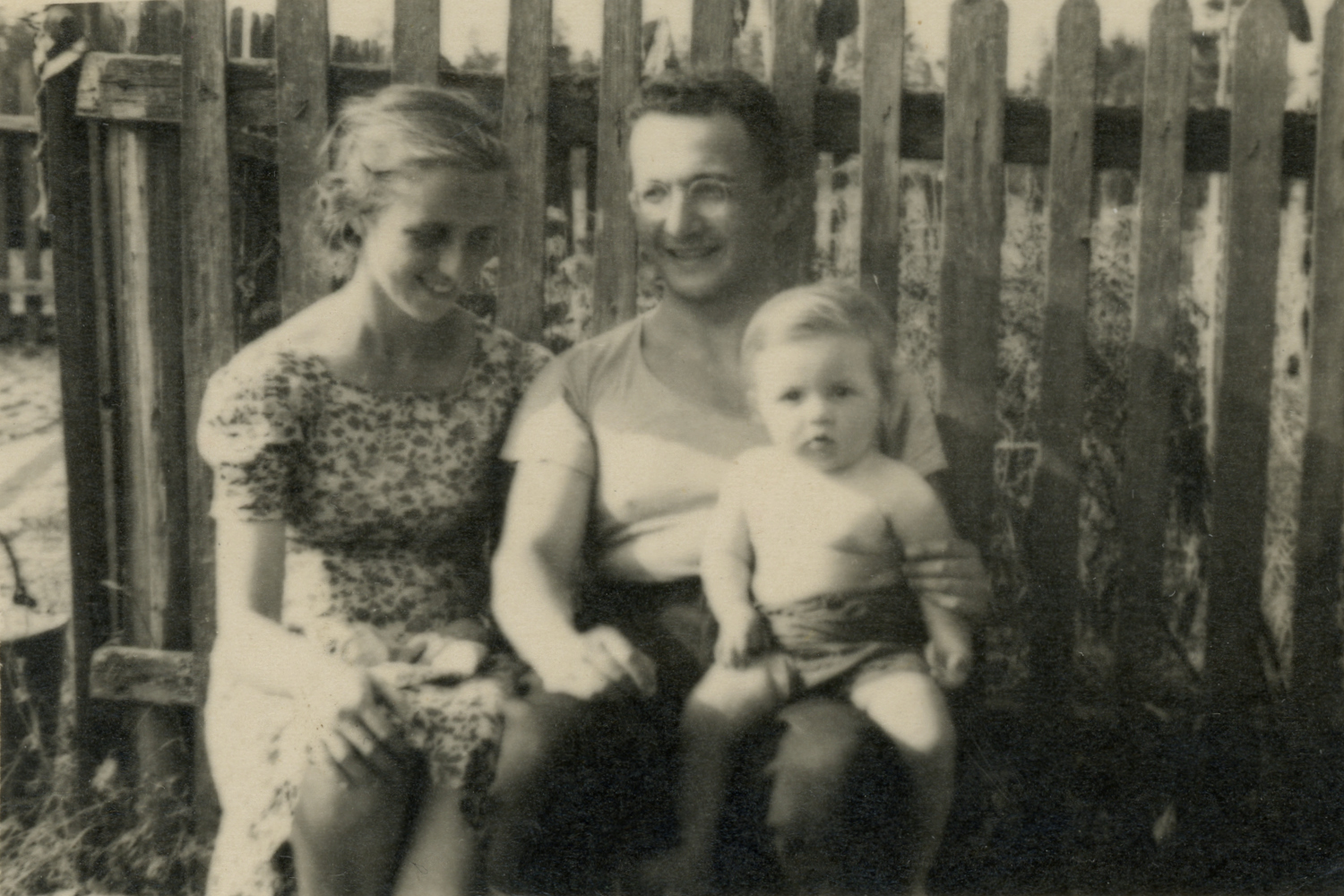 Elisheva, Solomon and Alexander Kantsedikas family photo. 1948