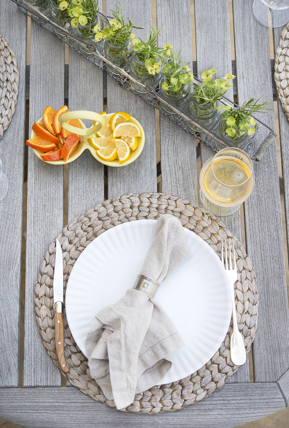 Don't let these ceramic plates that we found at Bianco fool you with their casual paper plate appeal. Other details we love are the Pottery Barn neutral  linen napkins  and  napkin rings .