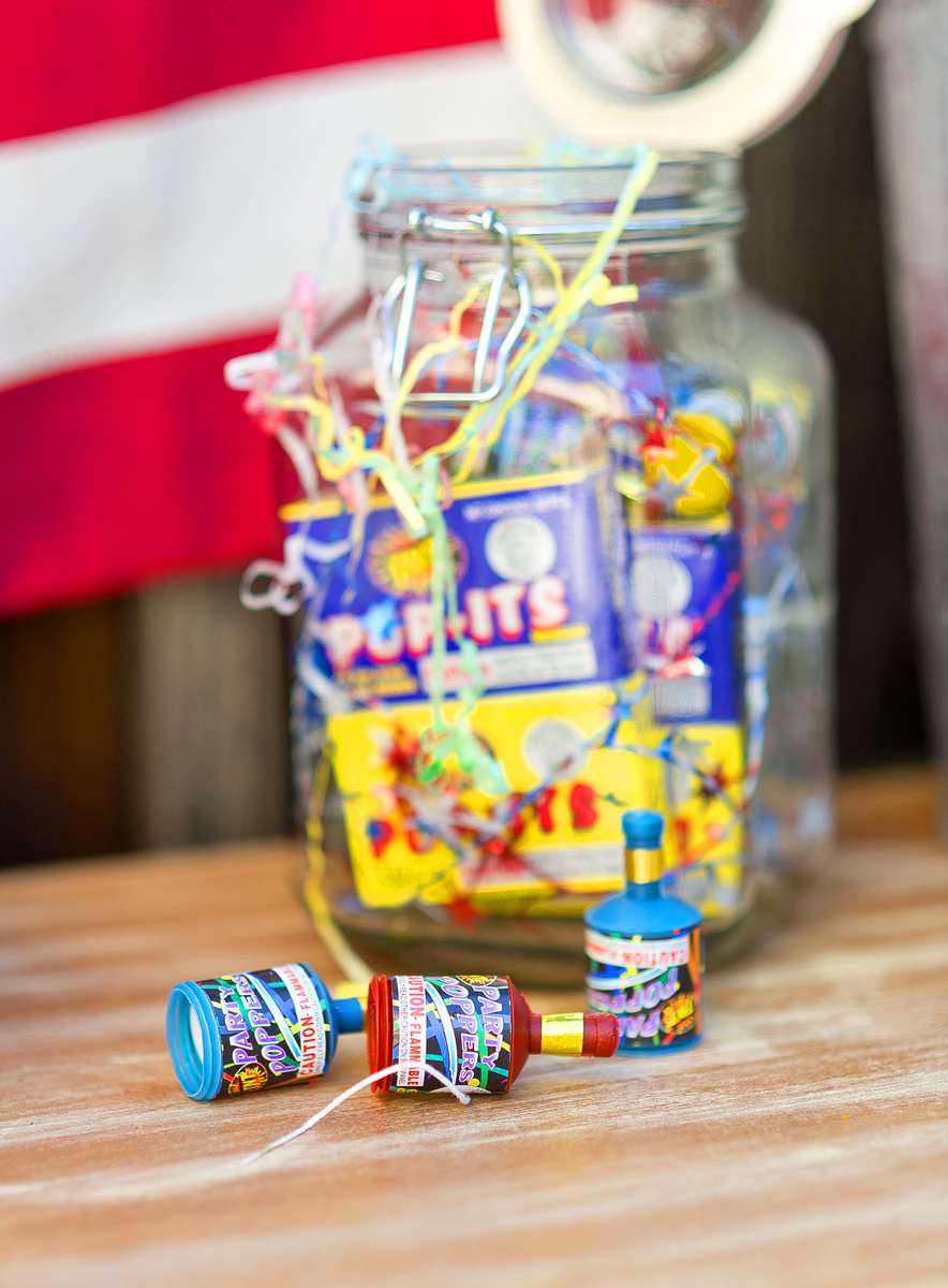 4th of July decoration idea! Fill up a large jar full of party poppers and sparklers for your party! #sparklers #4thofjulyideas #4thofjulyparty