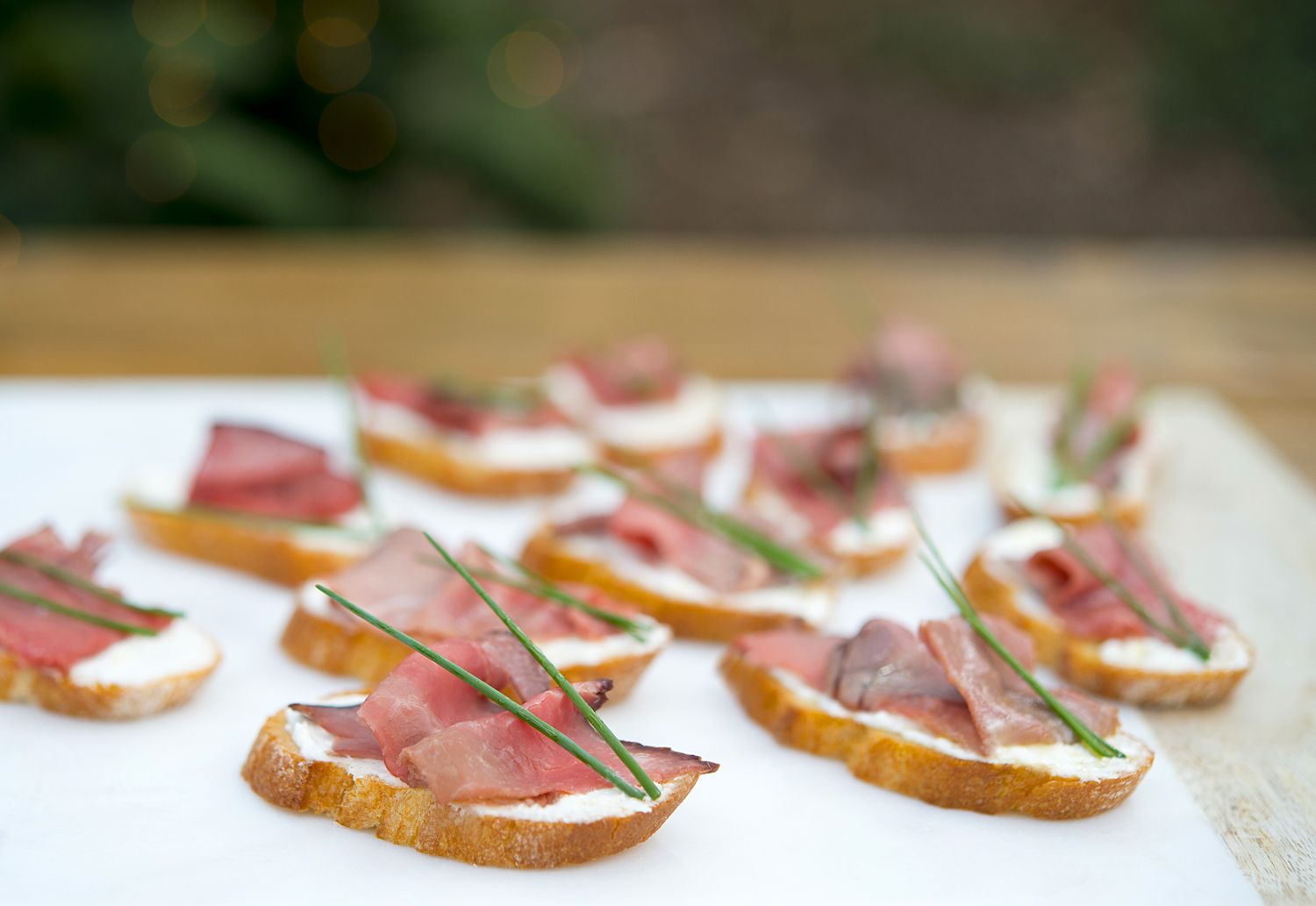 Beef Tenderloin & Horseradish Crostini Recipe - Crate & Barrel Christmas hors d'oeuvre with My Splendid Living