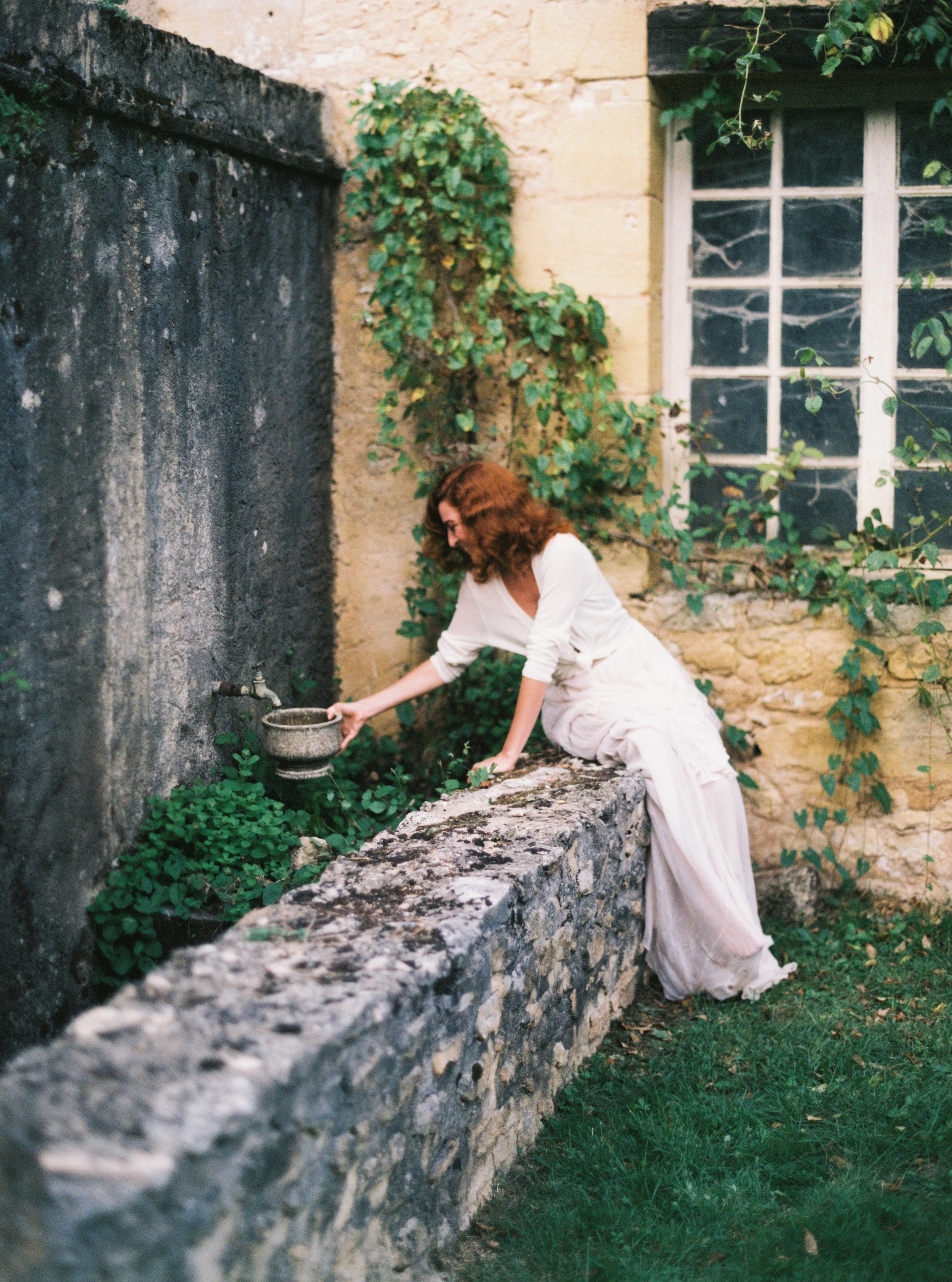 Photo by Tamara Gigola. European Workshop by Ginny Au. Inspirational bridal shoot. Dress by Gossamer Vintage. France. Dordogne.