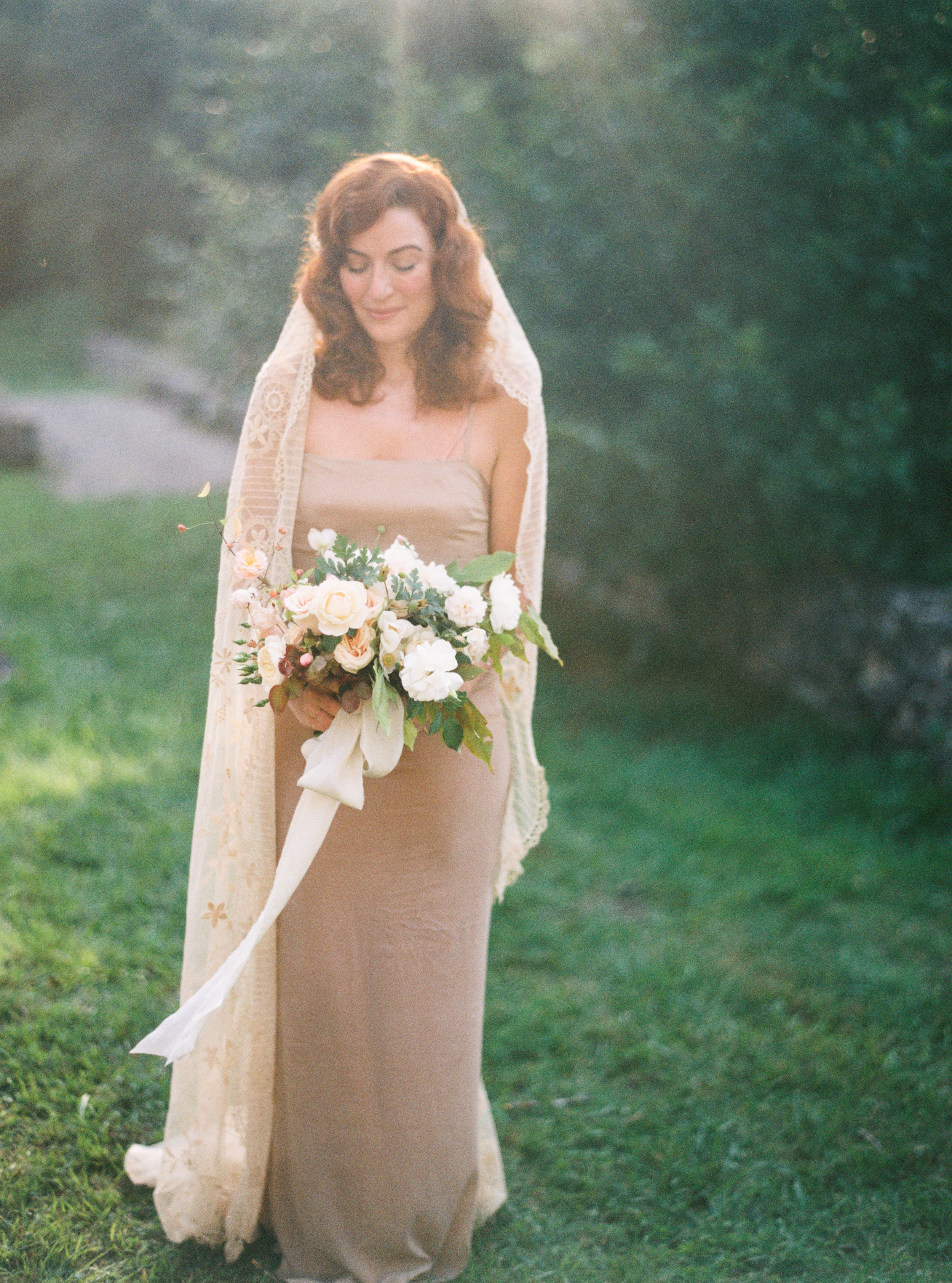 Photo by Tamara Gigola. European Workshop by Ginny Au. Inspirational bridal shoot. Flowers by Sara Winward, dress by Gossamer Vintage. France. Dordogne.