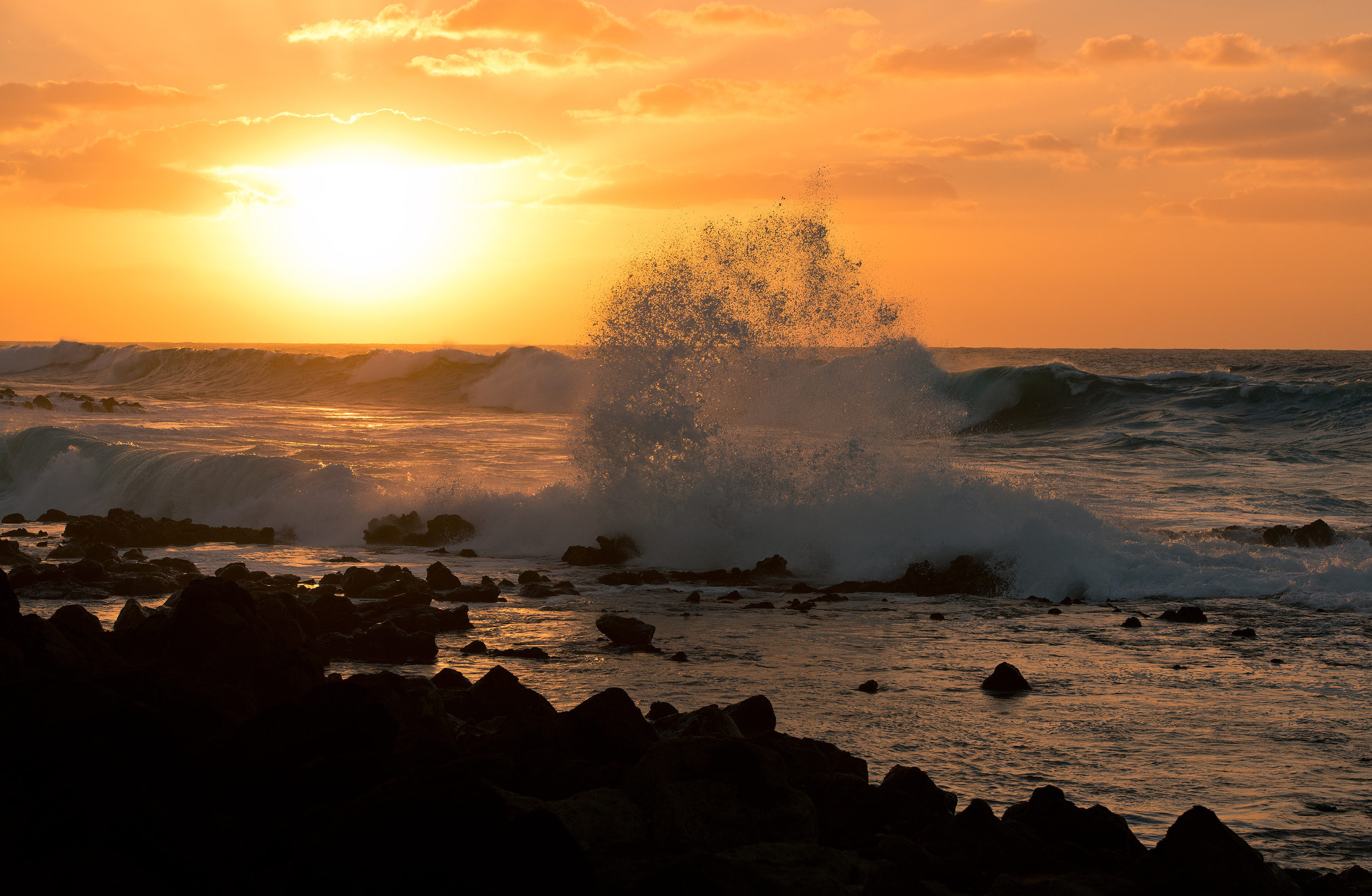 130119-Sun-Setting-Over-Molokai-Waves_0069.jpg
