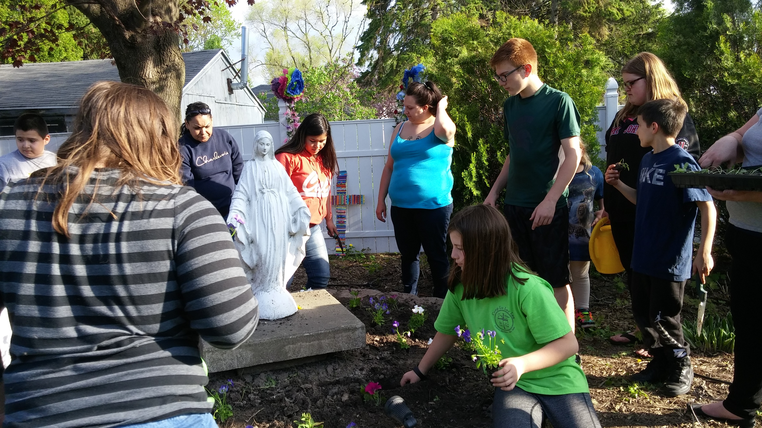 Several family members joined in our celebration and helped with the gardening. Thank you!