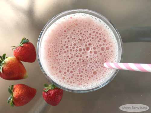 Orange Julius Copycat Strawberry Banana Smoothie  by  Money Savvy Living   Who doesn't love an Orange Julius? This copycat smoothie keeps the classic delicious taste of an Orange Julius but with add healthy ingredients like protein powder. Your kiddos will love this treat, AND they are getting a huge serving of vitamins.