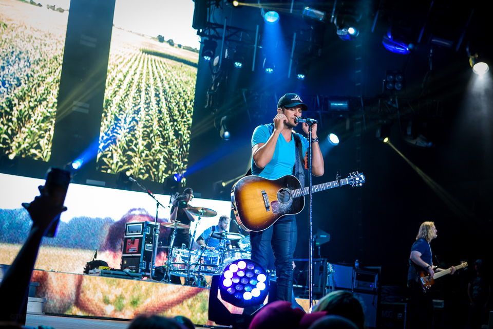 Luke-Bryan-Verizon-Wireless-Amphitheater-02-3442.jpg
