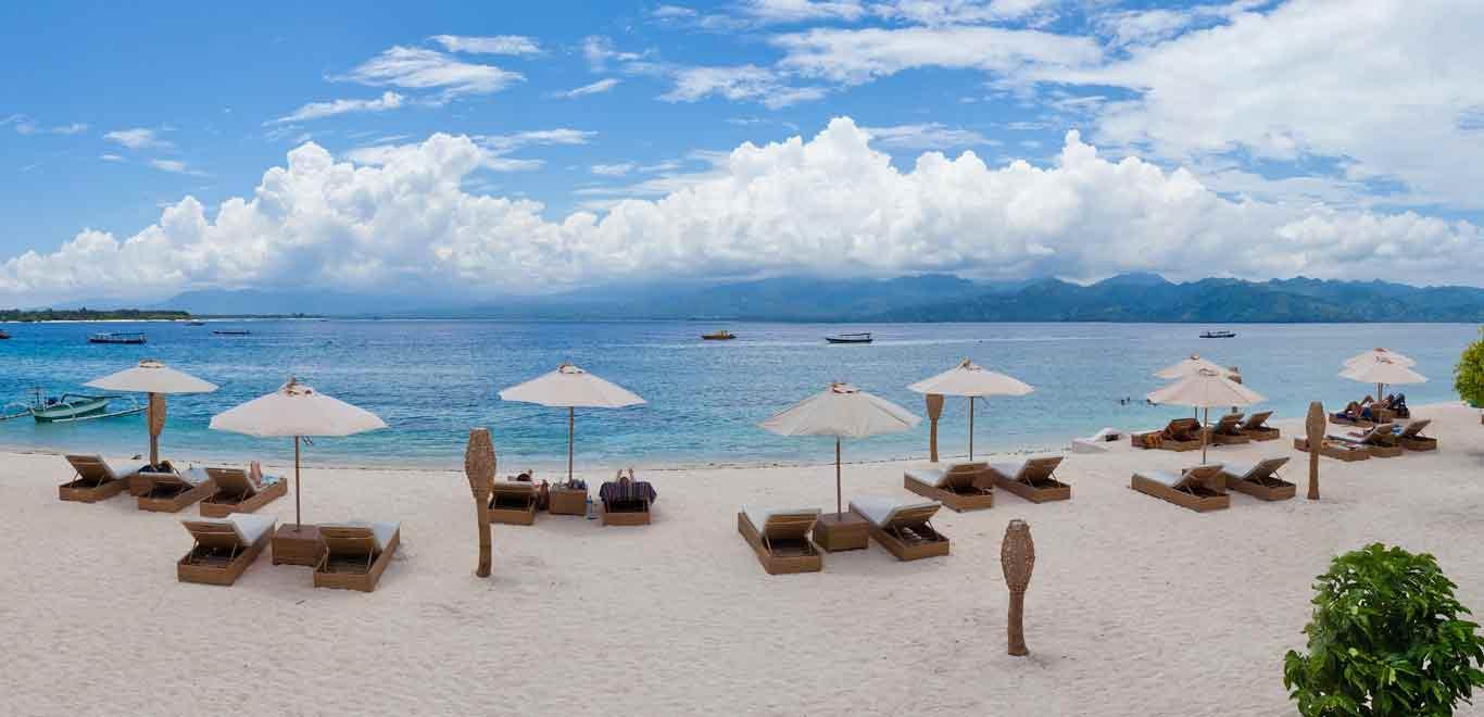 Gili-Trawangan-Lombok-Hotel-Rooms-Facilities-Beach-Beachfront-Ocean-Sun-Chair-White-Sand-01B.jpg
