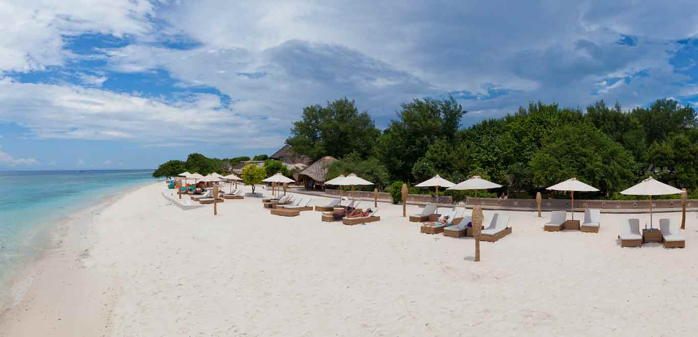 Gili-Trawangan-Lombok-Hotel-Rooms-Facilities-Beach-Beachfront-Ocean-Sun-Chair-White-Sand-02B.jpg
