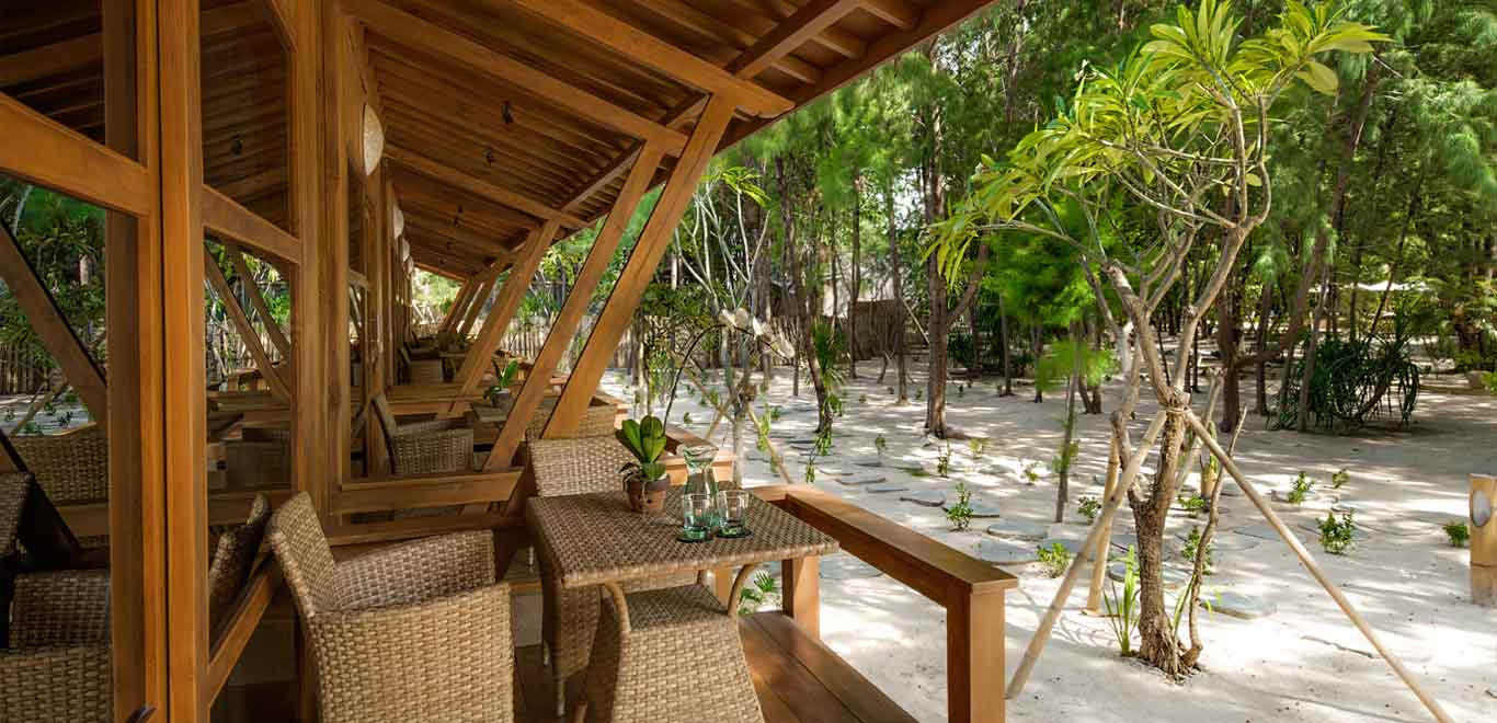 Gili-Trawangan-Lombok-Hotel-Rooms-Accomodation-Pearl-of-Trawangan-Teak-Deluxe-Cottages-04.jpg