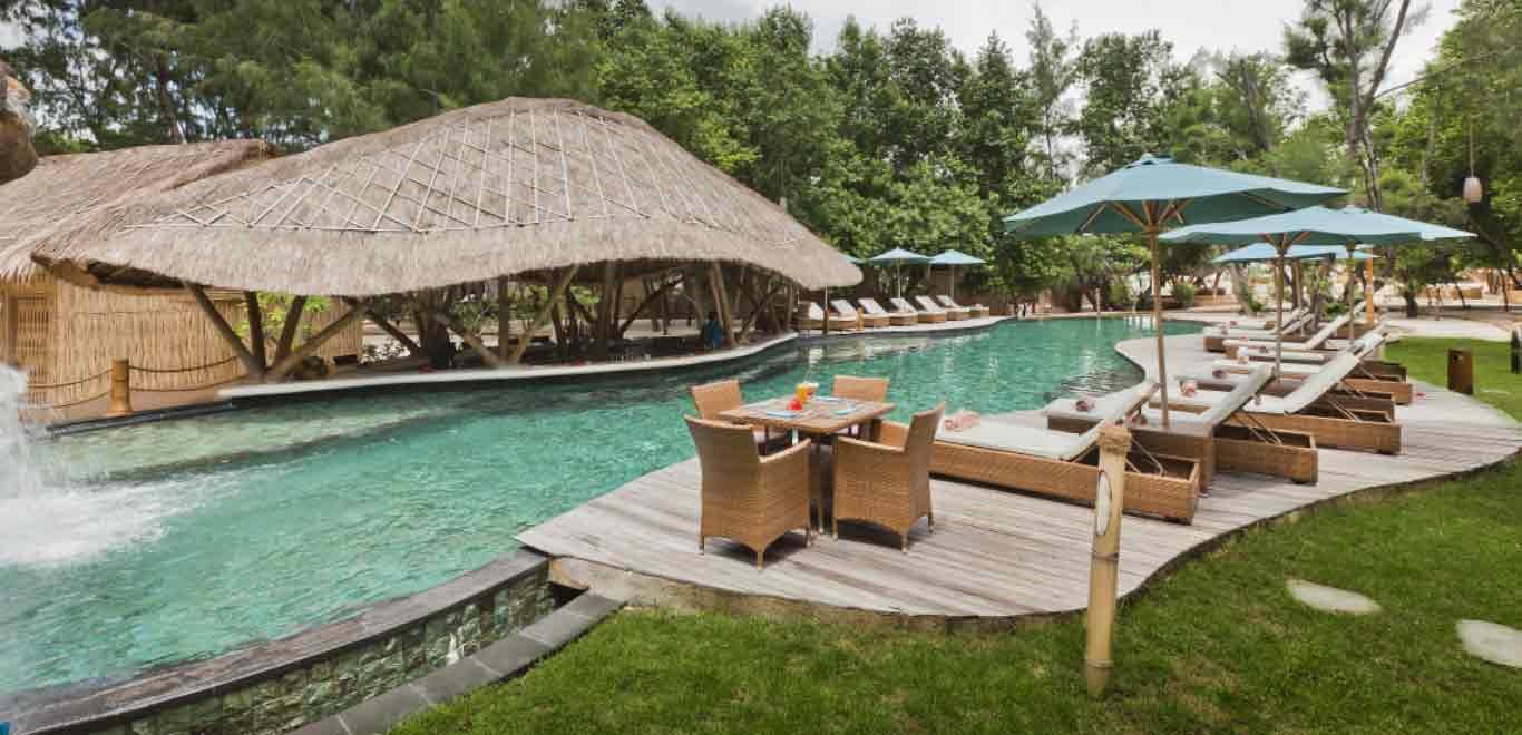 01-Gili-Trawangan-Lombok-Hotel-Rooms-Facilities-Swimming-Pool-Swim-Pool-Bar-01.jpg