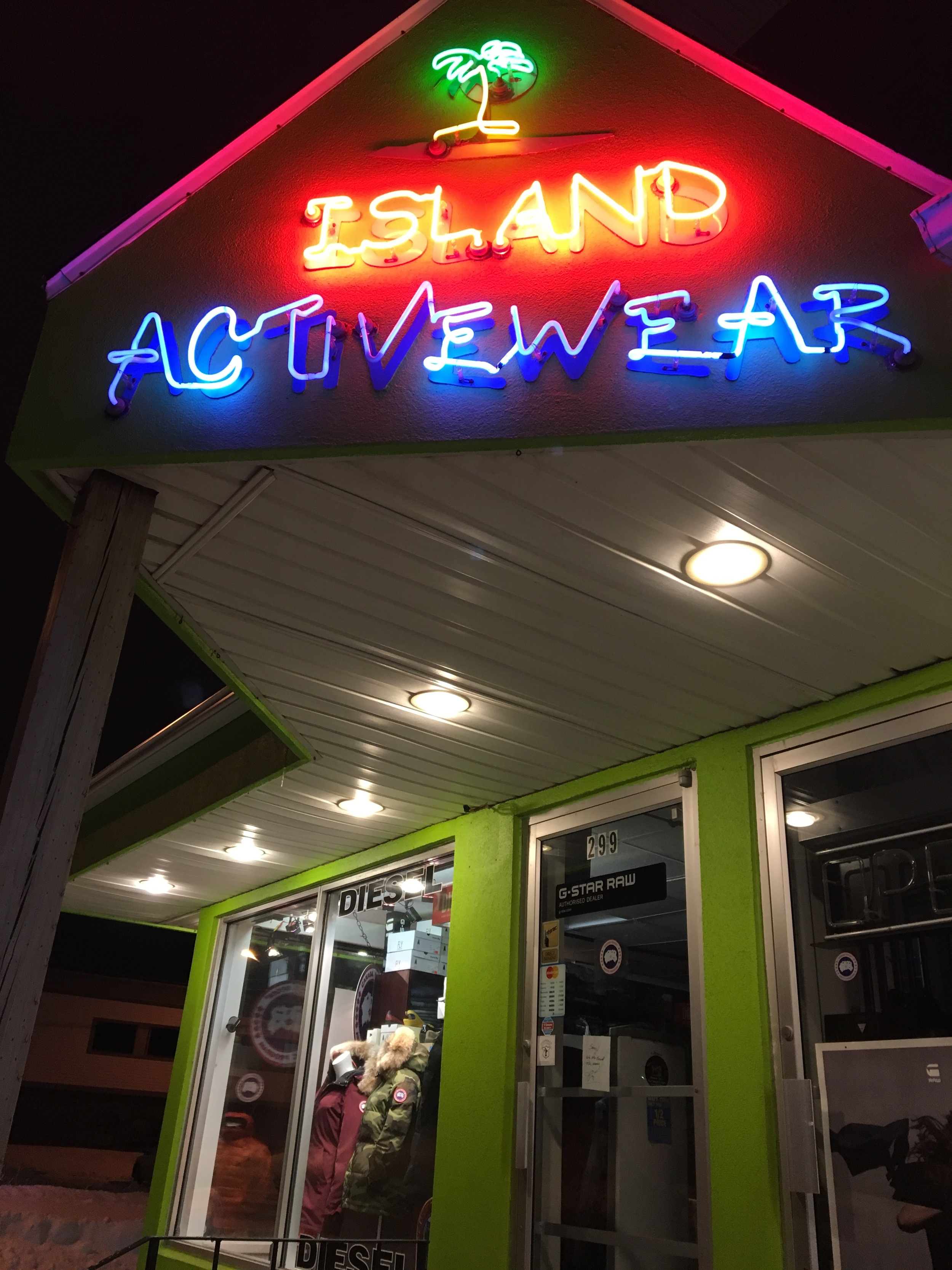 Island Activewear Storefront before renovation in 2016.
