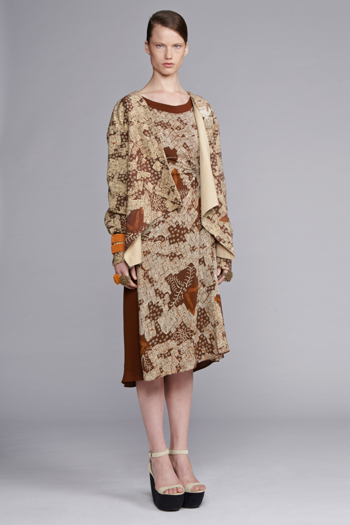 745/S141540 Spiral Shibori Sleeved Dress with Tuck     710/S148209 Printed Jacket