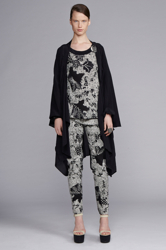 745/S143421 Tucked Yoke Tee     710/S146134 Fitted Pants     530/S149060NS Kimono Flare Coat