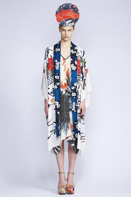 535/S131516 Rectangular V-neck Dress    510/F139084S Kimono Coat