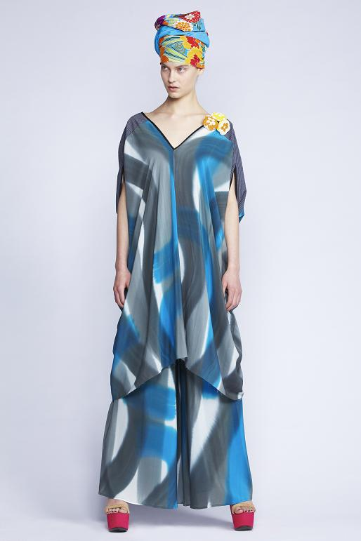 535/S131516 Rectangular V-neck Dress    535/S136128 Gathered Flare Pants    900/F137467 Iris Garden Scarf