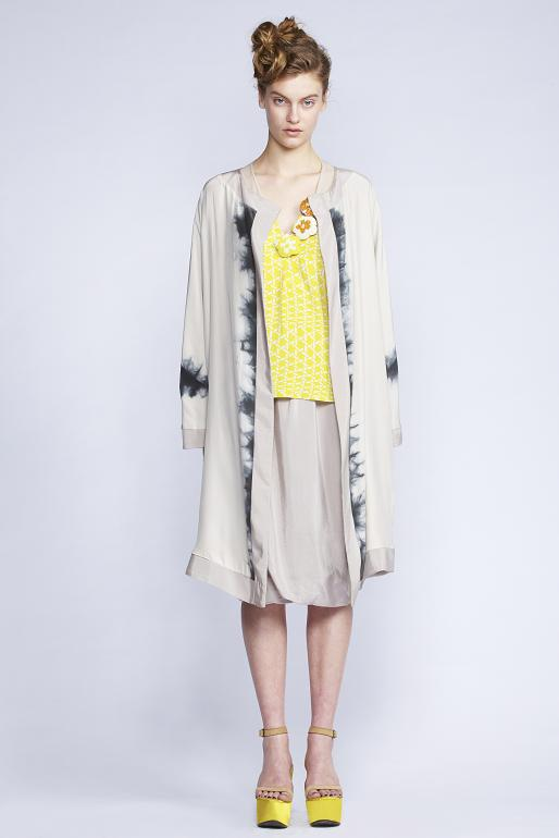 620/S139095 Reversible Belted Coat    550/S133399 Square V-neck Top    610/S135230L Twisted Gathered Skirt Long