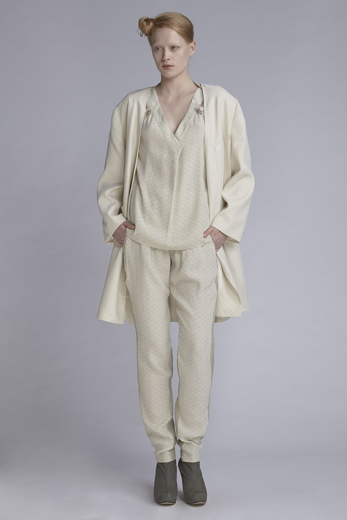 720/A143422B V-Neck Top (with beads)  720/A146137P Gathered Narrow Pants  752/A148210L Jacket Long