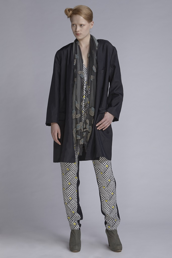 720/A143422B V-Neck Top (with beads)  720/A146137P Gathered Narrow Pants  752/A148210L Jacket Long  900/A147503 Embellished Scarf