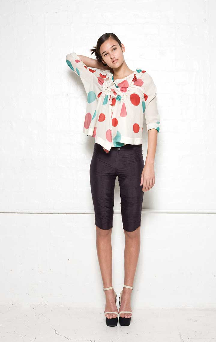 145/S04074 Origami Blouse    130/S061125 Shorts