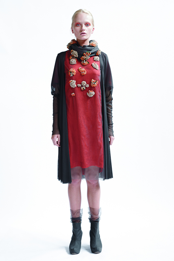 150B/A01404 Slash Neck Short Sleeve Tunic    215/A08181 Long Cardigan    900/A07404 Small Berries Scarf
