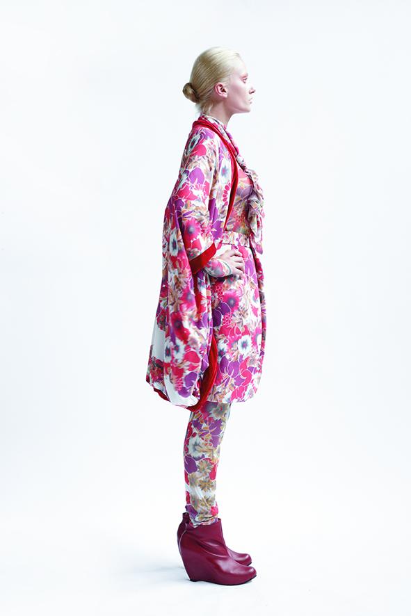 155/A09074 Origami Kimono Coat    220/A03369 Long Sleeve Top    185/A05208 Tucked Waist Skirt    220/A06115 Reversible Loose Leggings
