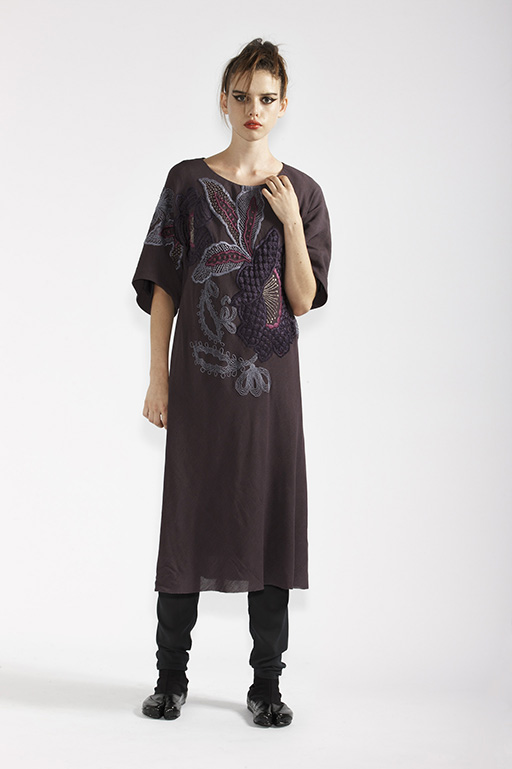 135/A91363 Sleeved Tunic Dress with Embroidery    210/A9686T Tulle Leggings