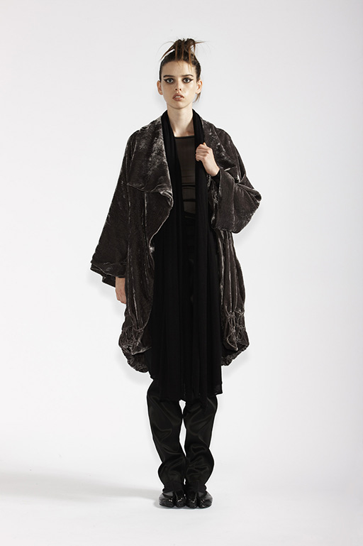 210/A93290 Long Sleeve Tunic    185/A99067 Origami Coat    115/A96107 Slim Pants    215/A97369 Wrap