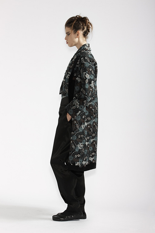 200/A98167 Bolero    190/A99064 Embroidered Coat    115/A96107 Slim Pants
