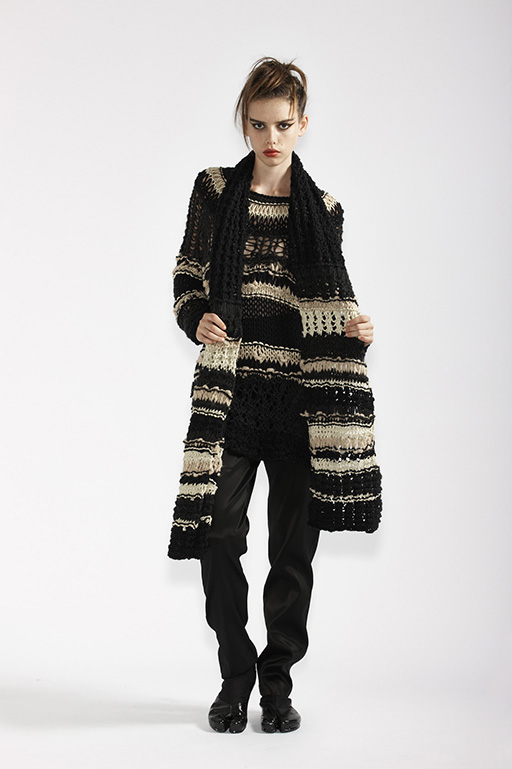 220/A91373 Hand Knitted Tunic    220/A97372 Hand Knitted Scarf    115/A96107 Slim Pants