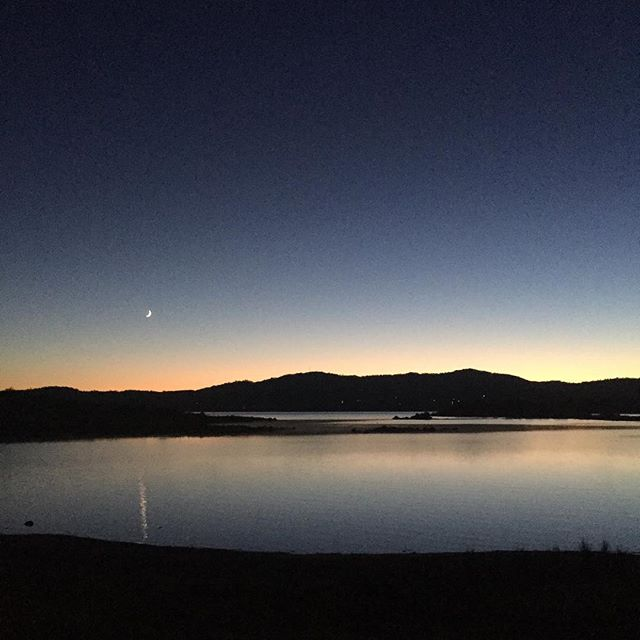 Sunrise over lake Jindabyne.  How beautiful.  What a fantastic place for a workshop.  Such a lovely group too.
