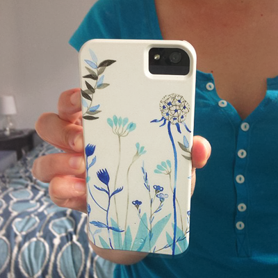 iphone cover with blue flowers designed by Diana Toledano