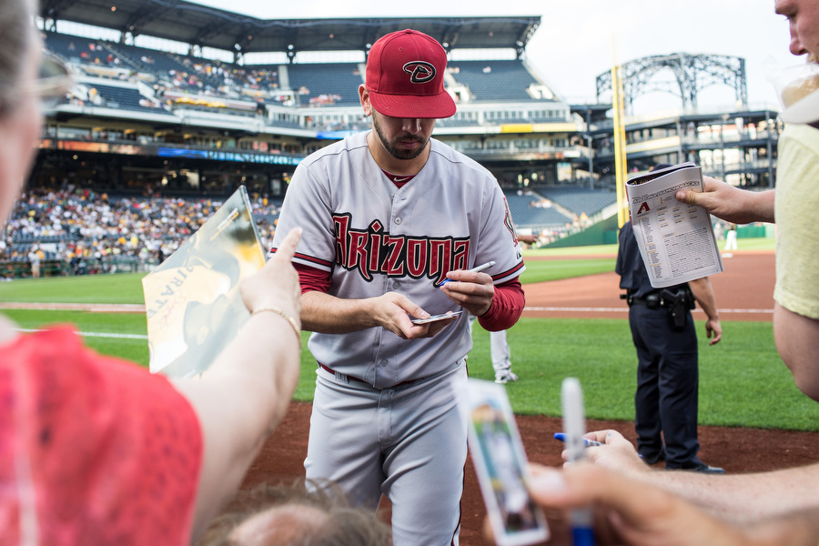 Former Pirates pitcher Oliver Perez signs autographs.