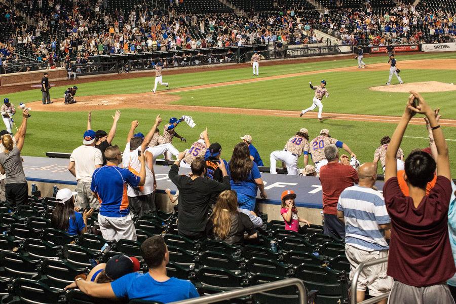 Mets shortstop Ruben Tejada singles home the winning run in the 11th inning.