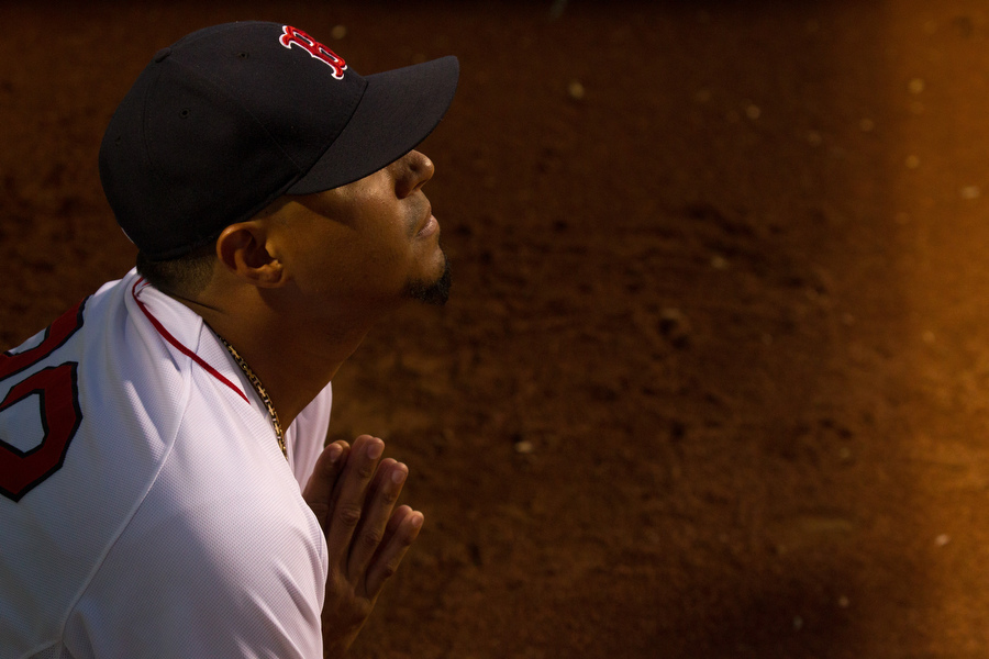 Red Sox relief pitcher Felix Doubront warms up.
