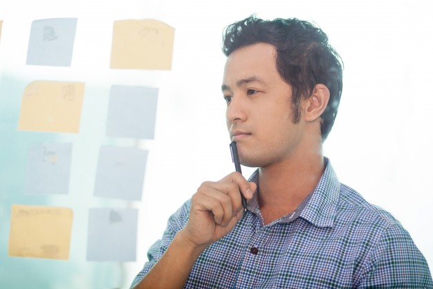 thoughtful-young-asian-business-man-planning-work_1262-1206.jpg