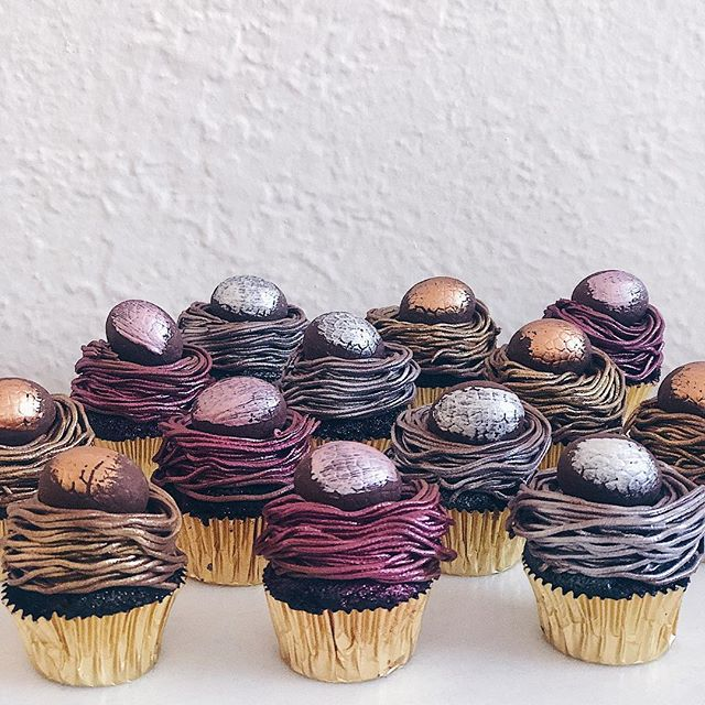 ⚡️🥚METALLEGGA🥚⚡️ These cupcakes are ready to ROCK n' ROLL next weekend. Baby red velvets with chocolate caramel buttercream, shimmer dust and painted Easter eggs. ⚡️🥚⚡️🥚⚡️🥚⚡️🥚
