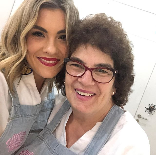 HAPPY MOTHER'S DAY MUMMA TRIX. Here's to you - the OG cook and ultimate sass momanger. Swipe for evidence 💕👩🏻‍🍳✨👩‍❤️‍💋‍👩