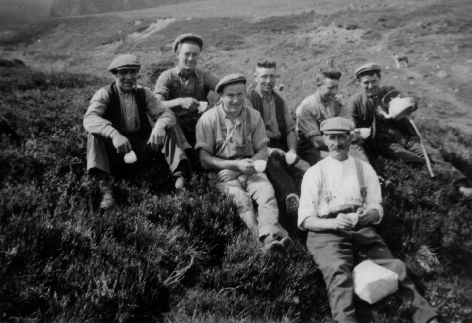 farm-workers-1941.jpg