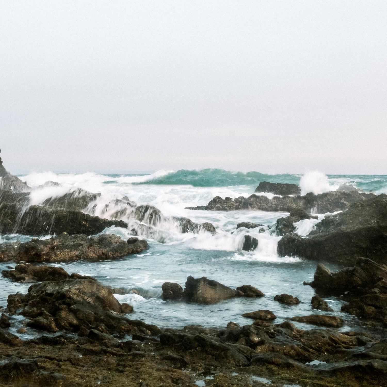 Foto saya di Sawarna tahun 2015. Saya cukup terobsesi dengan ombak. Ini pertama kalinya saya memotret landscape sejak 2014 pertama kali belajar foto. Saya merasa belum puas dengan hasil-hasil foto saya tahun 2015 ini.  Fujifilm X-T1   XF 23 / 1.4