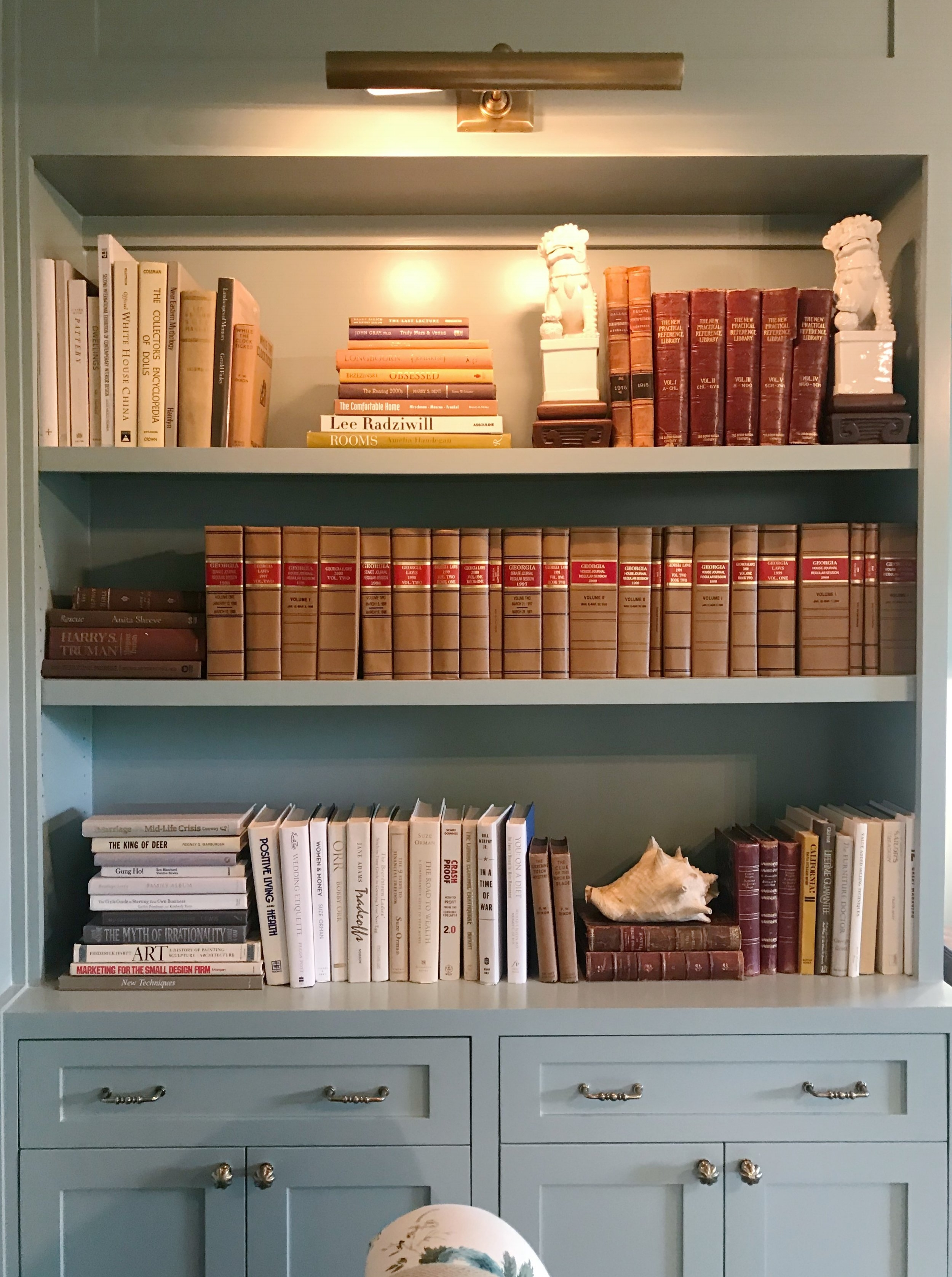 Avery Cox Design Blog: Southern Living 2018 Austin Idea House by Meredith Ellis, Built In Blue Bookcase