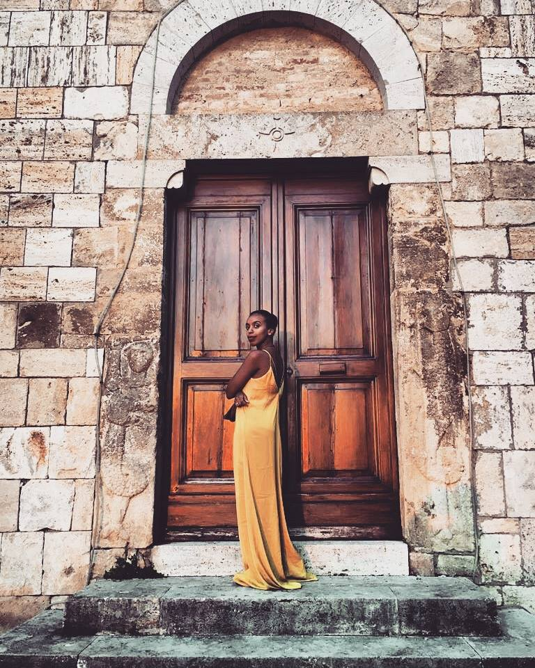 Travel Poses are a must - Magliano in Toscana