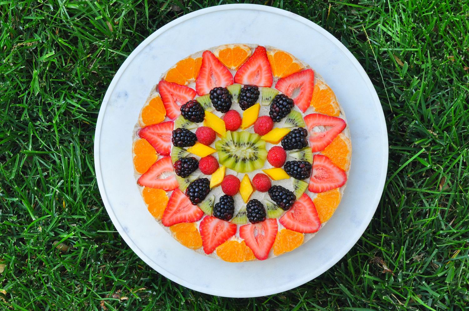 Erin Stanczyk | Lifestyle Design | eat.move.rest. | RAW VEGAN RAINBOW GLOW FRUIT PIZZA: DESSERT UPGRADE 2.0