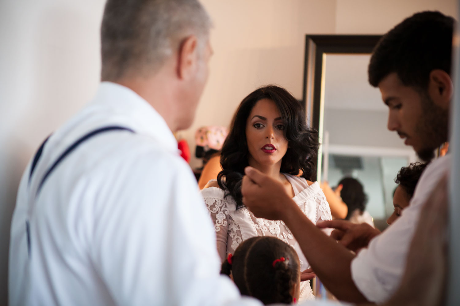 kikevalderrama-wedding-getting-ready-family.jpg