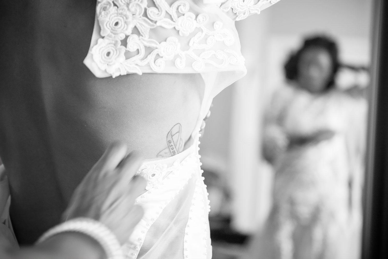 kikevalderrama-wedding-getting-ready-tatto.jpg
