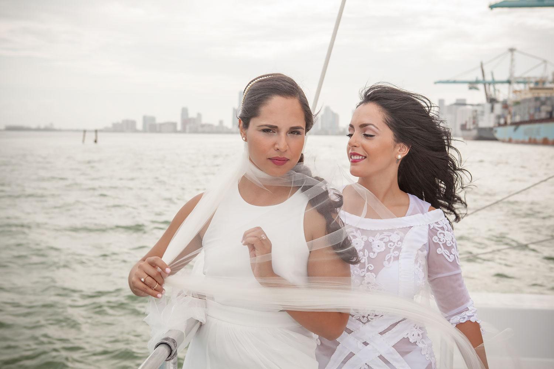 kikevalderrama-wedding-lesbian-couple-boat.jpg
