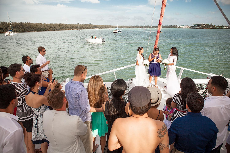 kikevalderrama-wedding-lesbian-ceremony.jpg