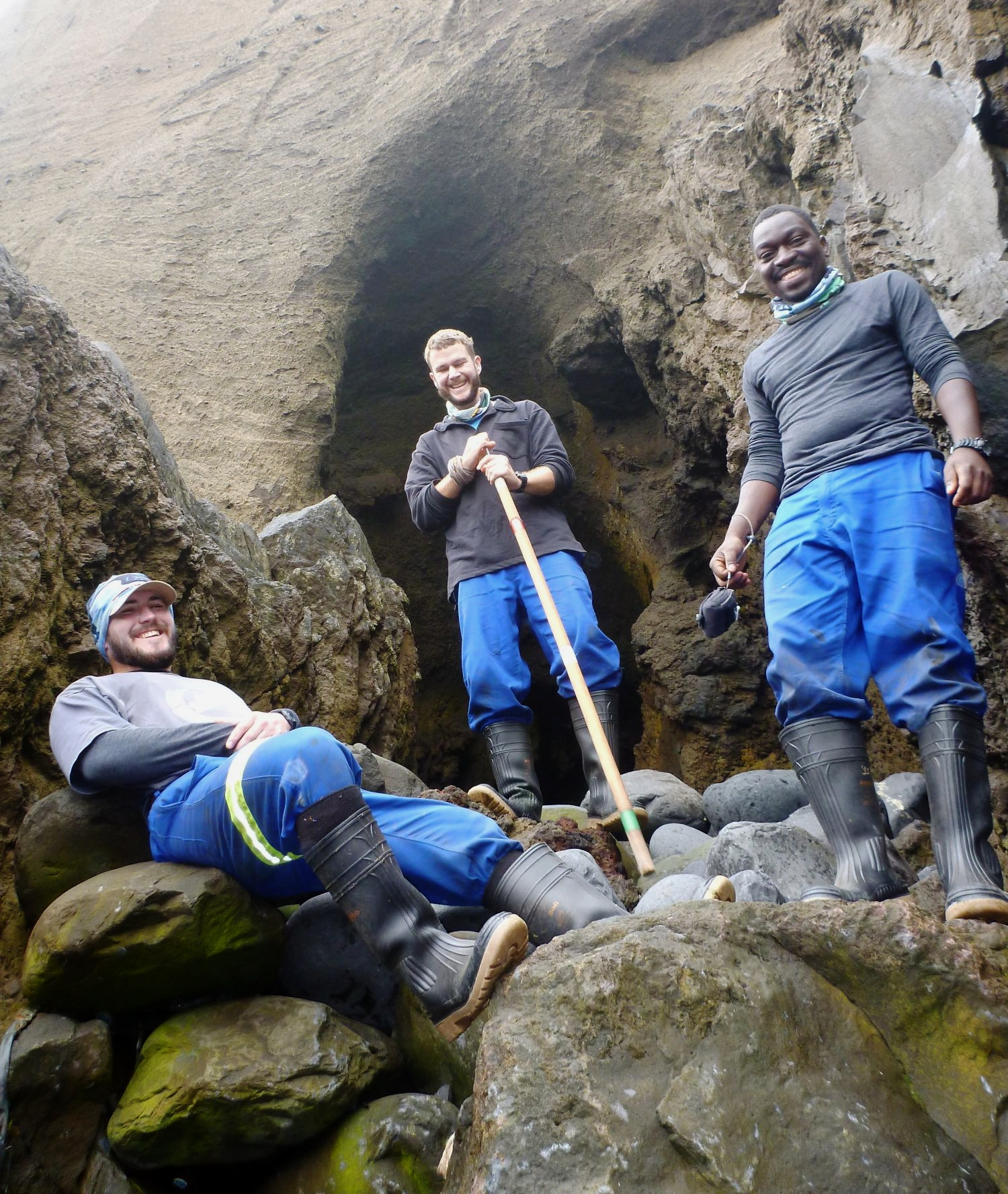 L-R: Andre van Tonder, Rowan Jordaan and Yinhla Shihlomule are the M74 SEALERS!! (Rowan is also responsible for the killer whale work). Photo: Nico de Bruyn