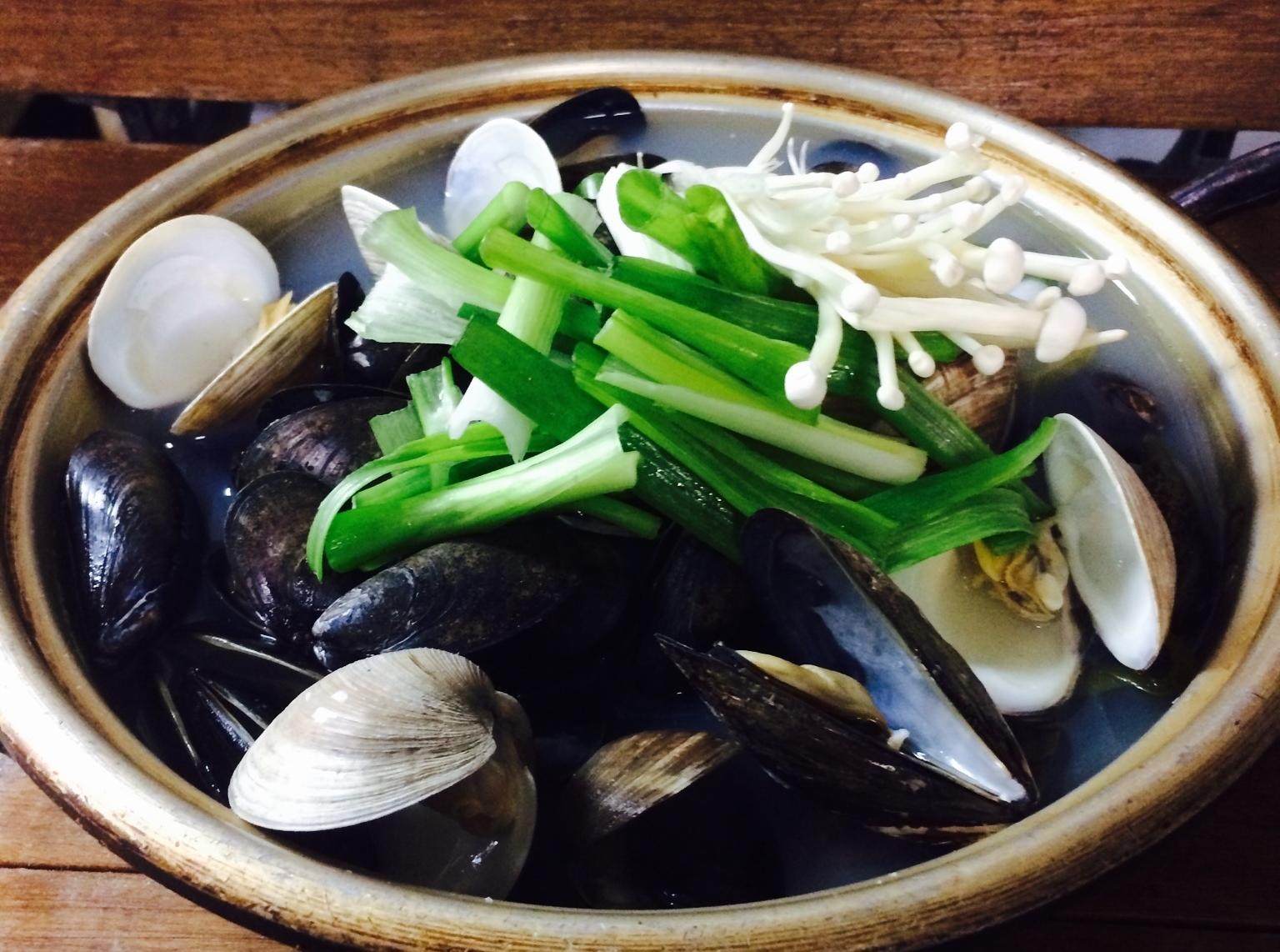 홍합조개탕 Mussels & Clams Soup $19.95