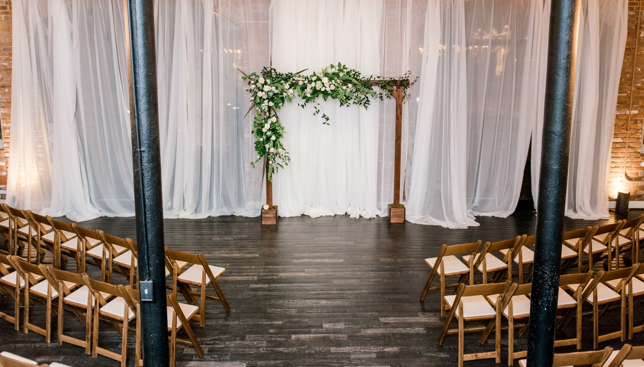 Really loving this ceremony space with extra little added touch that their rented wooden chairs provide!